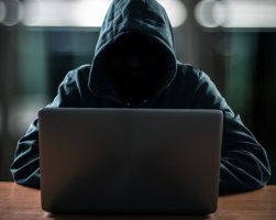 Vigyázat, lopják, hamisítják: a KAPOS-T tartalmai csak az olvasóknál vannak jó kezekben
