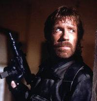 """A kaposvári közbeszéd Chuck Norrisa, Felder """"naugyehogyigazamvót"""" Frigyes házhoz megy, avagy"""