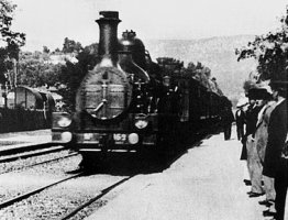 Káosz, dühös utasok, egy darab ötven éves vagon, légkondi nélkül: befutott Kaposvárra a Somogy Intercity!