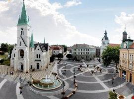 A Fidesznek kedvező ellenzéki játszmák fékezik a fideszes polgármester leváltását