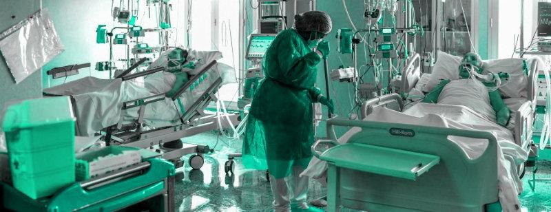Állandó veszélyben, megbecsülés nélkül: Kaposváron is kimaradtak a kiszervezett kórházi takarítók az egészségügyiek különjutalmából